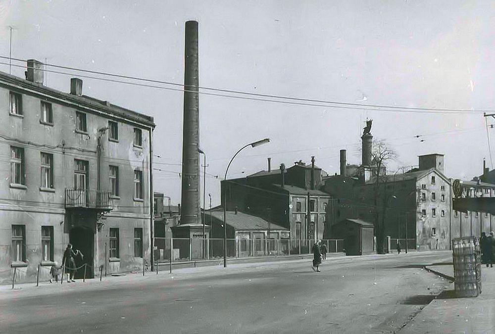 Lata 1960-1970 , Zabudowania będzińskiego browaru. Zdjęcie zezbiorów Muzeum Zagłębia wBędzinie. 2
