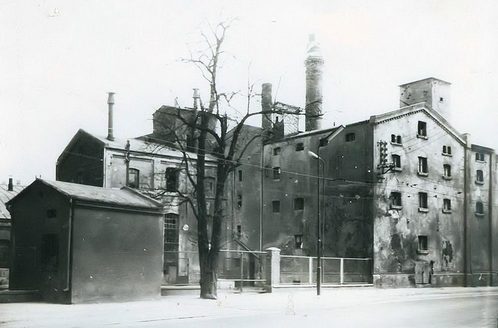Lata 1960-1970 , Zabudowania będzińskiego browaru. Zdjęcie zezbiorów Muzeum Zagłębia wBędzinie.