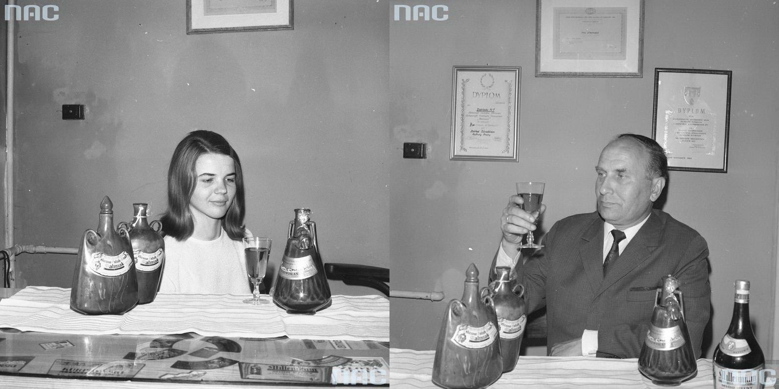 4 - Warsowin Kobieta podczas degustacji nalewek produkowanych przezZakłady.
